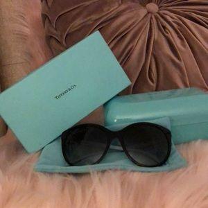 Tiffany & Co. sunglasses 🕶